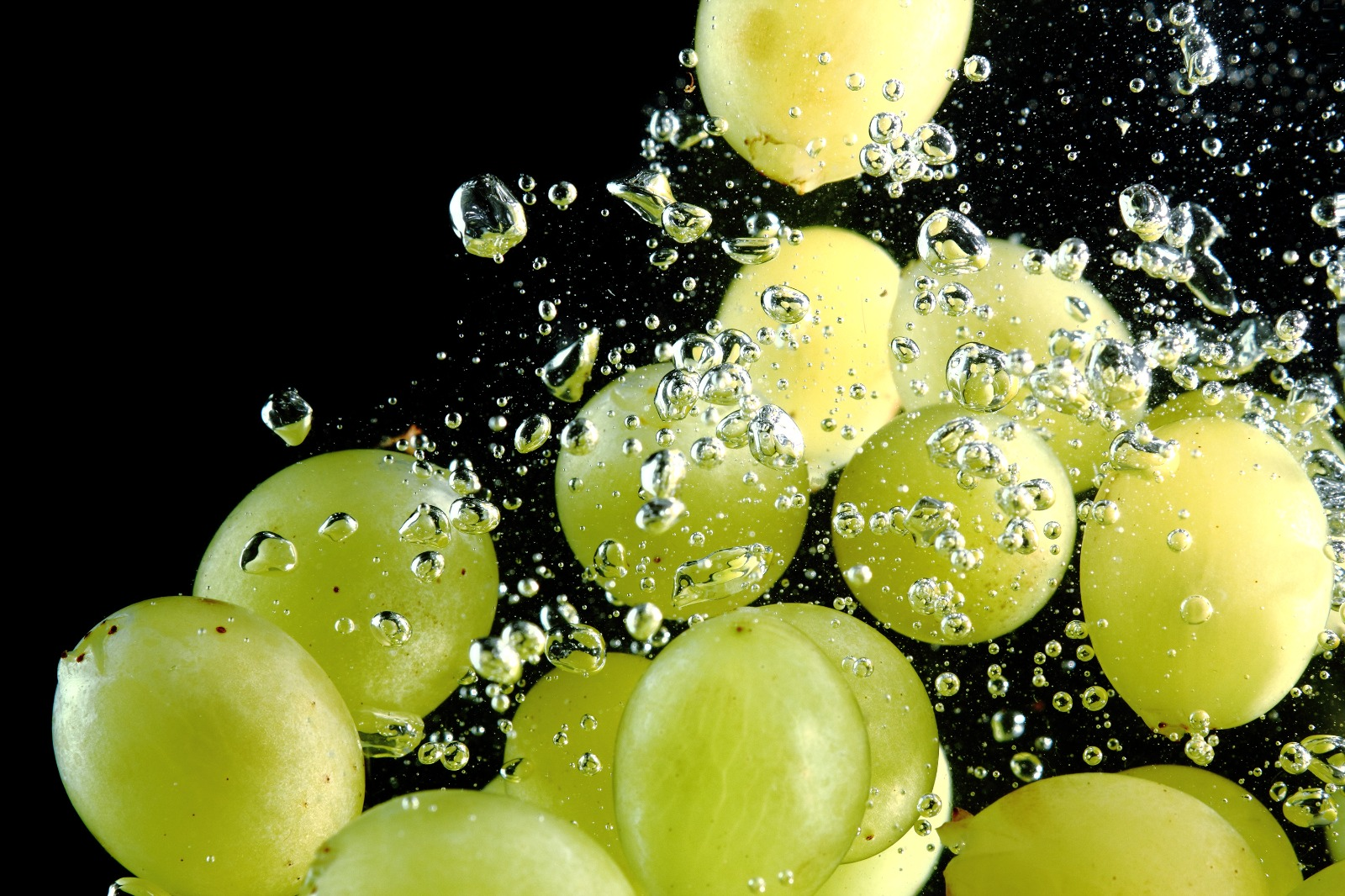 Kiwifruit and Sauvignon Blanc skins: